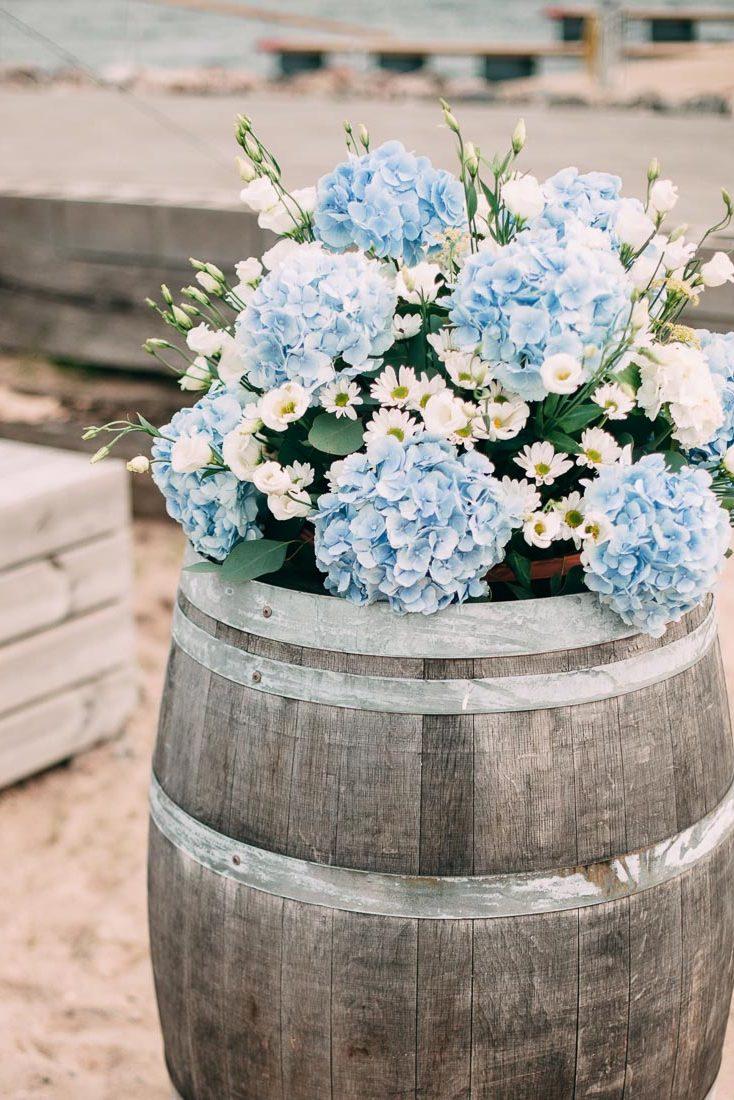 Blue-white-rustic-wedding-2