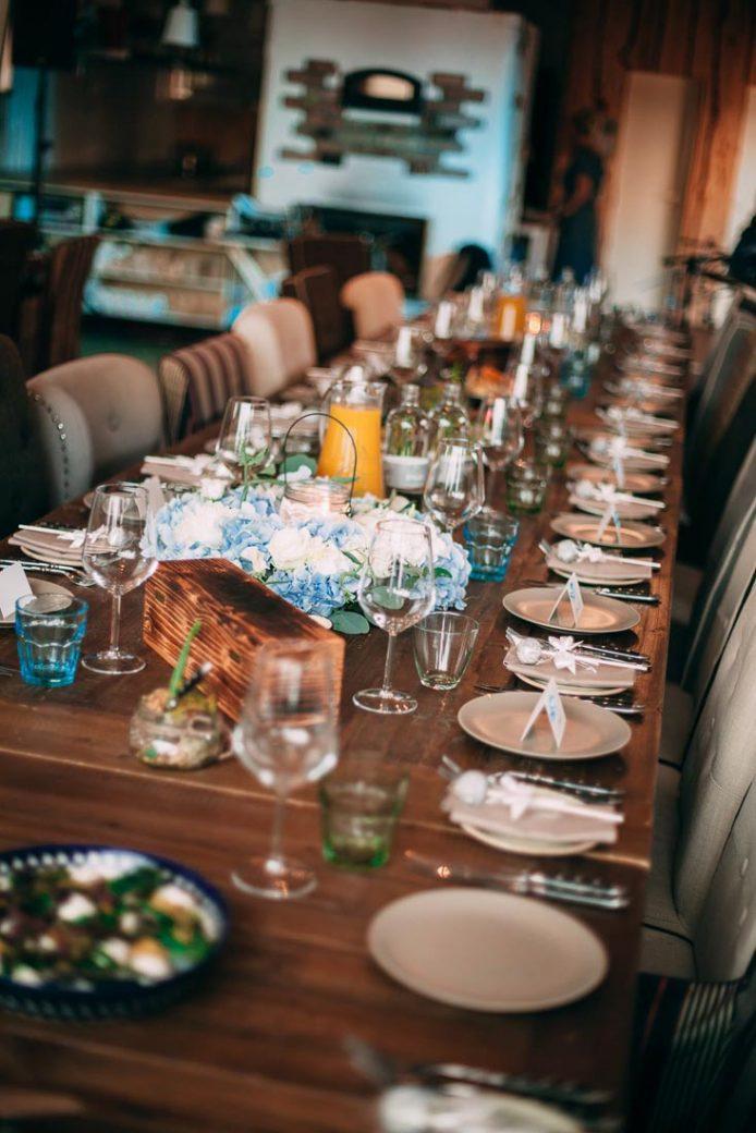 Blue-white-rustic-wedding-4