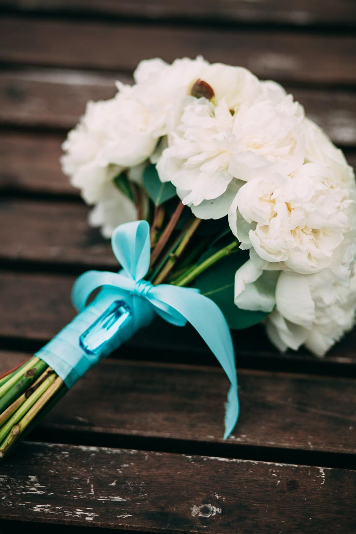 Blue-white-rustic-wedding-8